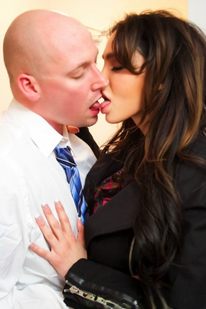 Brunette chick Amy Anderssen seduces her guy with a wet kiss