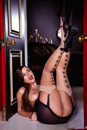Dazzling MILF Taylor Vixen reveals perfect big tits & spreads to toy her twat 62311418