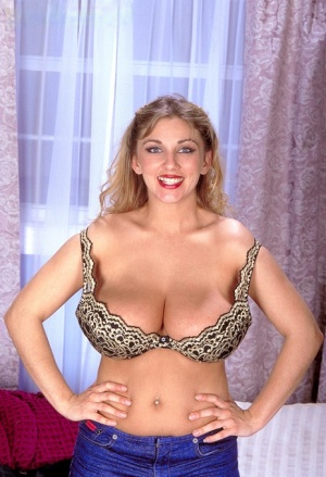 Caucasian female Autumn Jade sets her huge natural tits loose as she disrobes 42641995