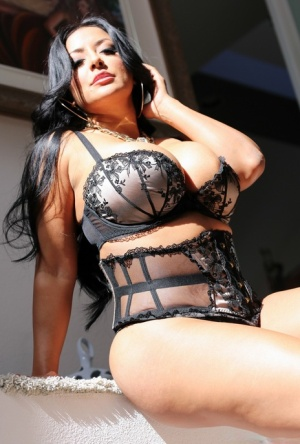 Hot Latina Kiara Mia shows off her huge ass and tits in black lace lingerie