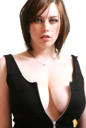 Amateur UK model Louisa May casts sultry looks while baring her huge boobs 53274498