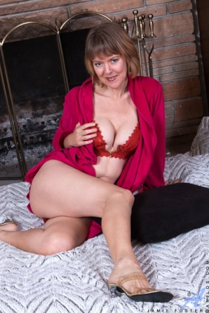 Mature mom Jamie Foster in red lace lingerie strips off to spread pussy wide