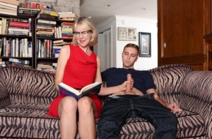 Blonde granny Jamie Foster seduces her orphaned grandson while reading to him 90323250