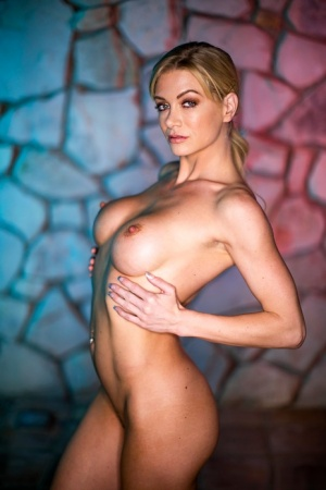 Hot blonde Serene Siren strips off office clothing to stand naked 95543047