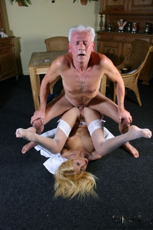 Young blonde beauty gets banged by her silver haired sugar daddy