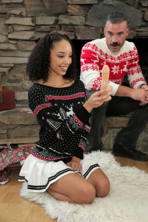 Teen girls Alexis Tae & Aaliyah Love have a 4some at Xmas with family members 43922897