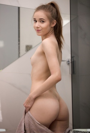 Young looking girl Jessica Portman shows her nice ass while naked by a mirror 94422758