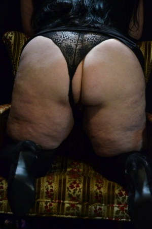 Amateur model British Foxx displays her huge ass and thunder thighs on a chair 97097103