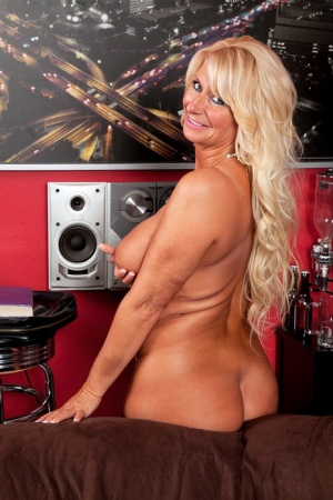 Busty blonde amateur Annellise Croft produces her giant big boobs naked 11220591