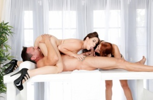 Chunky chicks Edyn Blair and Rose Red give double BJ beneath milking table