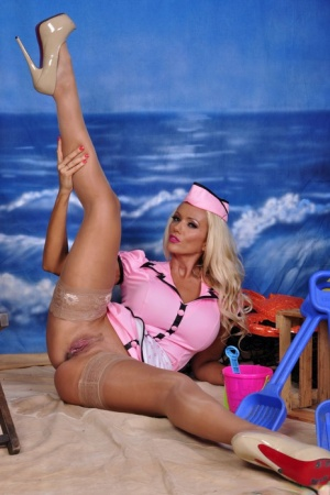 Blonde pinup model Lucy Zara shows her shaved twat in solo action