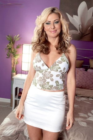 Mature lady Sasha Sean gets banged by a male escort after riding his BBC 82555139