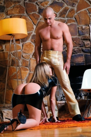 Latex clad Harmony leaves her ass bare for rough anal sex vintage style 29816590