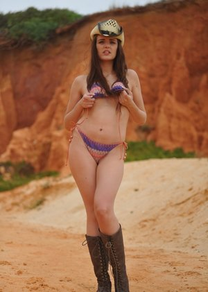 Glam model Lucy Blackburn shows her bare ass in a straw hat and cowgirl boots 63459011