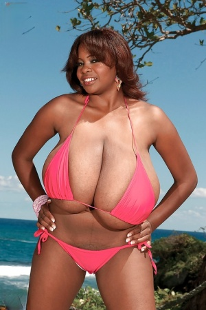 Fabulous black bbw denudes her huge puffy hooters in the swimming pool