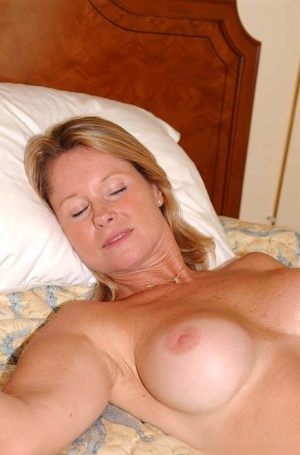 Juggy cougar gets fucked and jizzed over her belly by a younger guy