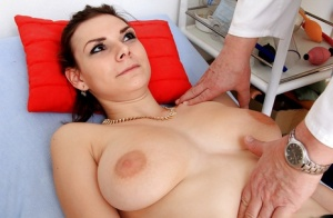 Girl with chubby tits Anna gets her pussy stretched by curious gyno