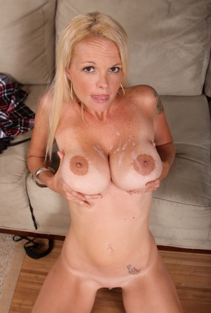 Bumbly mature woman with indecent tattoo Leah Love gets squeezed