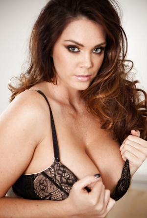 Tattooed temptress with ravishing jugs getting rid of her lacy lingerie