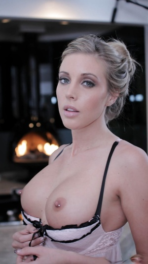 Skillful girlfriend Samantha Saint showing lingerie and big tits