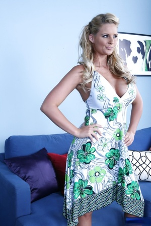 Phoenix Marie ins the kind of MILF that you would like to bang