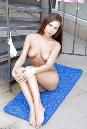 Teen babe with a tight ass poses naked and shows her cunt upskirt