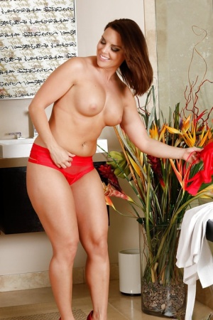 Undressing babe Christina Lynn takes off lingerie before massage