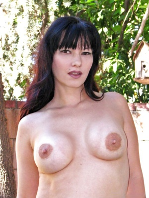Close up outdoor posing with a brunette mature lady Carrie Ann