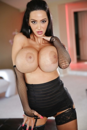 Brunette babe Amy Anderssen shows off her natural big tits