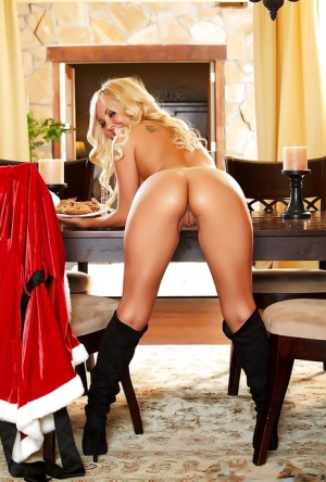 Babe blonde with nice ass Aaliyah Love poses totally naked on the cam 57313150