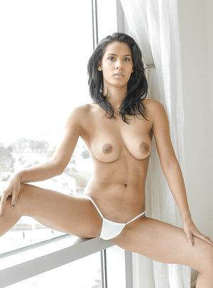 Top rated babe model Karmen Bella flashing her perfect all natural tits