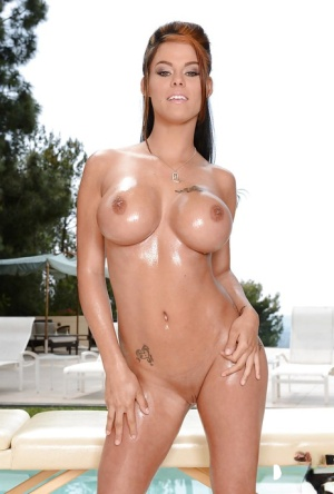 Big boob abbe Peta Jensen oils up her big juggs for nude outdoor modelling