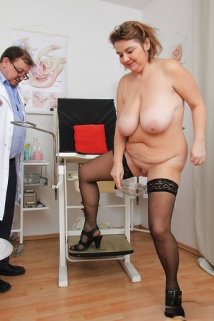 Chunky older lady Drahuse submitting to kinky doctors speculum insertion