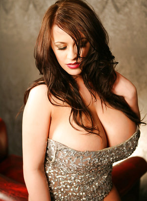 Bosomy brunette chick Leanne Crow and huge knockers pose topless