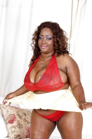 Sweet black BBW Nina Star lifts her skirt up and masturbates.