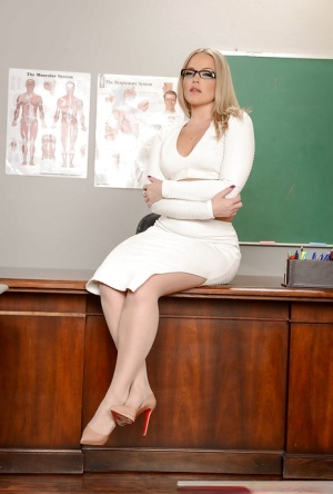 Solo girl Alexis Texas revealing phat MILF ass on teacher's desk