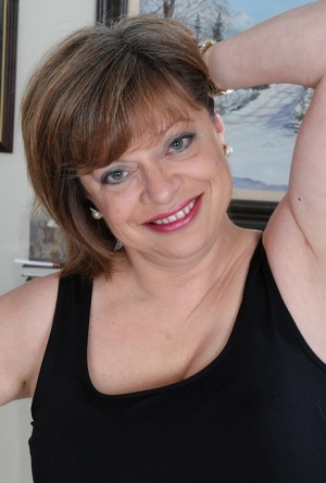 Aged plumper Kathy Gilbert unleashing big tits in stockings and high heels 59657106