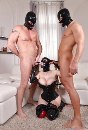 Euro fetish freak Latex Lucy having MMF threesome with men in latex masks