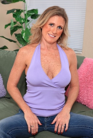 Busty blonde MILF Jade Jamison stripping off jeans to expose shaved vagina