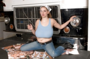 Solo girl Christy Marks letting knockers hang free in jeans and bandana