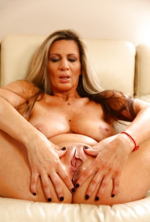 Older lady Mercedes Silver exposing big tits before inserting fingers in twat 99567308
