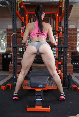 Fit MILF pornstar Rachel Starr sliding spandex shorts over phat ass in gym