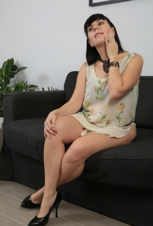 Chubby middle-aged woman Malavi Mepanse undresses for hairy pussy play on sofa 66663742