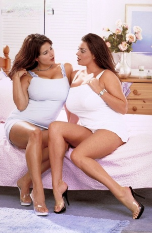 Steaming hot lesbian fatty Chloe Vevrier plays oral games with her girlfriend