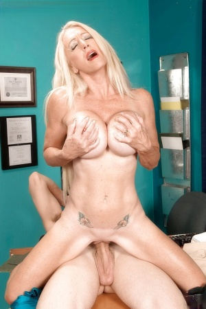 Cougar in heats Porsche Lane hard fucking sexperience at the office