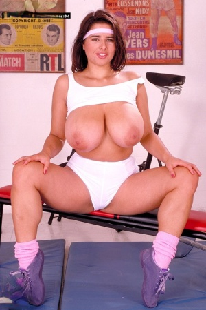 Thick MILF Chloe Vevrier shows off her hooters and bush after gym workout