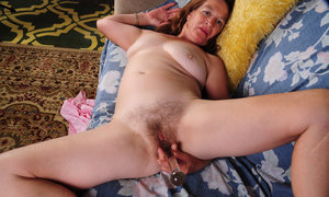 Older woman Anna goes barefoot while masturbating her hairy muff