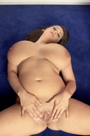 Fatty with big tits Dallas Dixon gets completely naked and shows her hot cunt