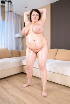 Chubby bitch Mariya Mills strips and oils her huge natural boobs and belly