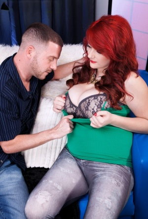 Redhead plumper Harlow Nyx seduces a dude with her huge boobs